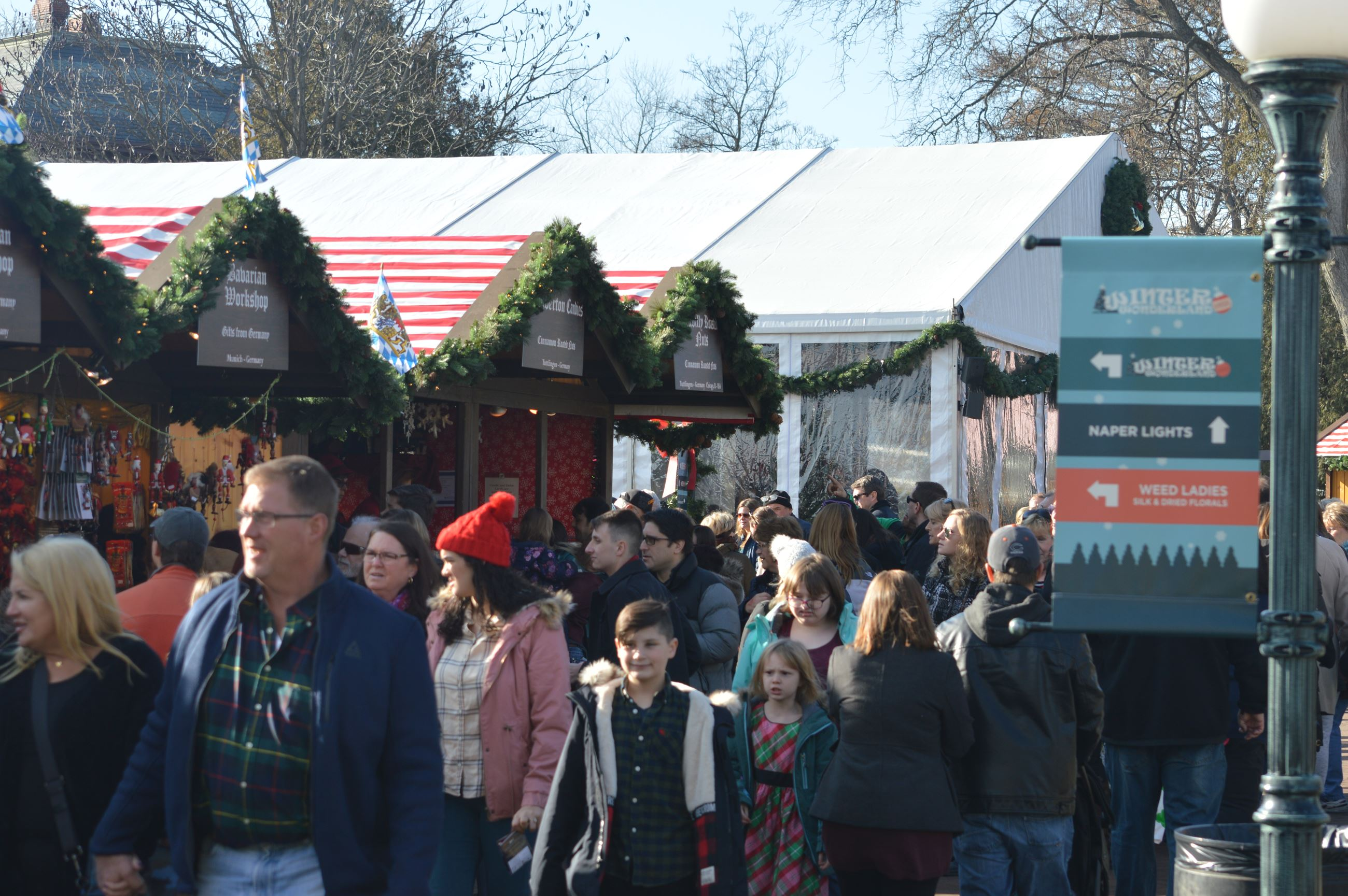 crowd at Christkindlmarket 2018
